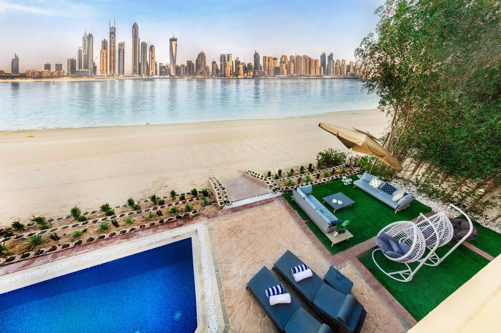 Beach Holiday Villa in Dubai